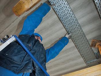 cheap for discount c93df d0964 Operateur-pose-plafond mosaique alaune.jpg